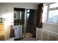 Single room for rent with En suite (shared WC) Monday - Friday