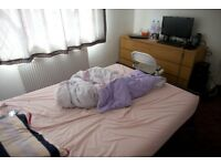 ALL BILLS included, Professionals or Students, 3 bedrooms share in detached house furnished.