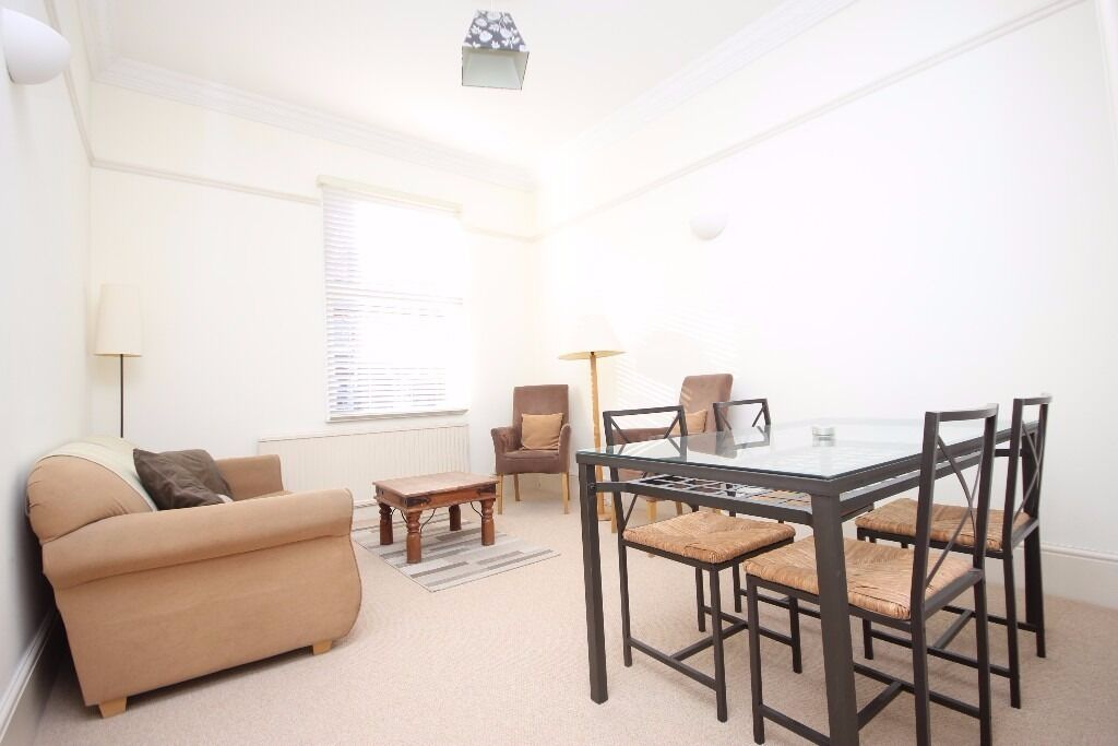 ***Cheap ***2 bedroom split level conversion close to Finsbury Park tube