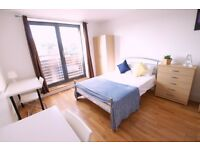 MODERN ENSUITE **3 bed flat **SHORT/LONG TERM** AVAILABLE** WALKING DISTANCE TO CANARY WHARF!