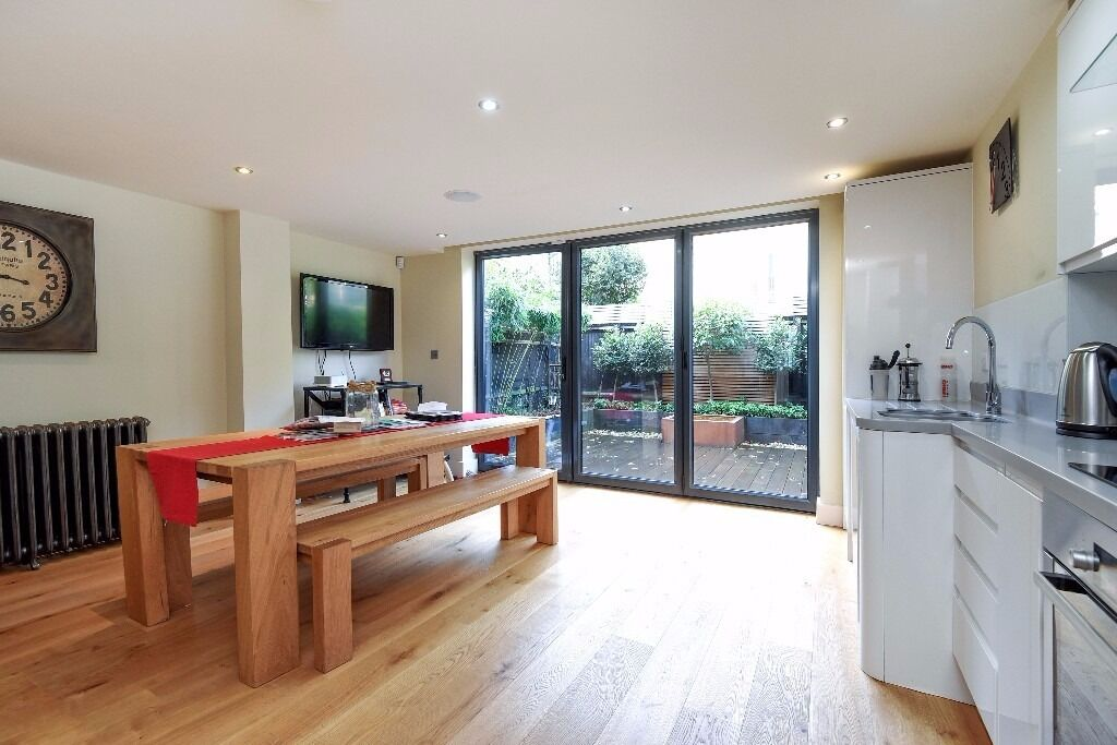 A BEAUTIFULLY PRESENTED TWO DOUBLE BEDROOM WITH SPACIOUS OPEN PLAN EAT IN KITCHEN ON SANGORA ROAD