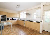 LARGE 5 BEDROOM HOUSE WITH A BIG KITCHEN DINER