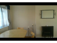 Short let Double spacious furnished room available NW9 Kingsbury £30 per night