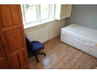 Including bills and high speed internet, a nice single room in a professional house share