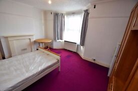 Large DOUBLE Room On PONDERS END (Enfield) High St - Mins From SOUTHBURY ROAD Rail!