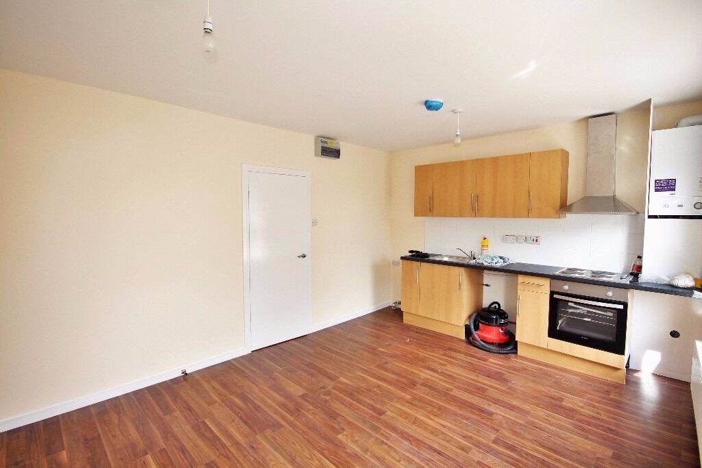 Studio to Just £1,018 pcm (£235 pw) Roman Road, Bethnal Green E3