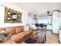 An extremely well presented two bedroom flat to rent in Southfields.