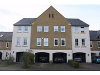 HUGE LUXURY THREE BEDROOM TOWN HOUSE IN STAINES near to ashford sunbury heathrow airport stanwell