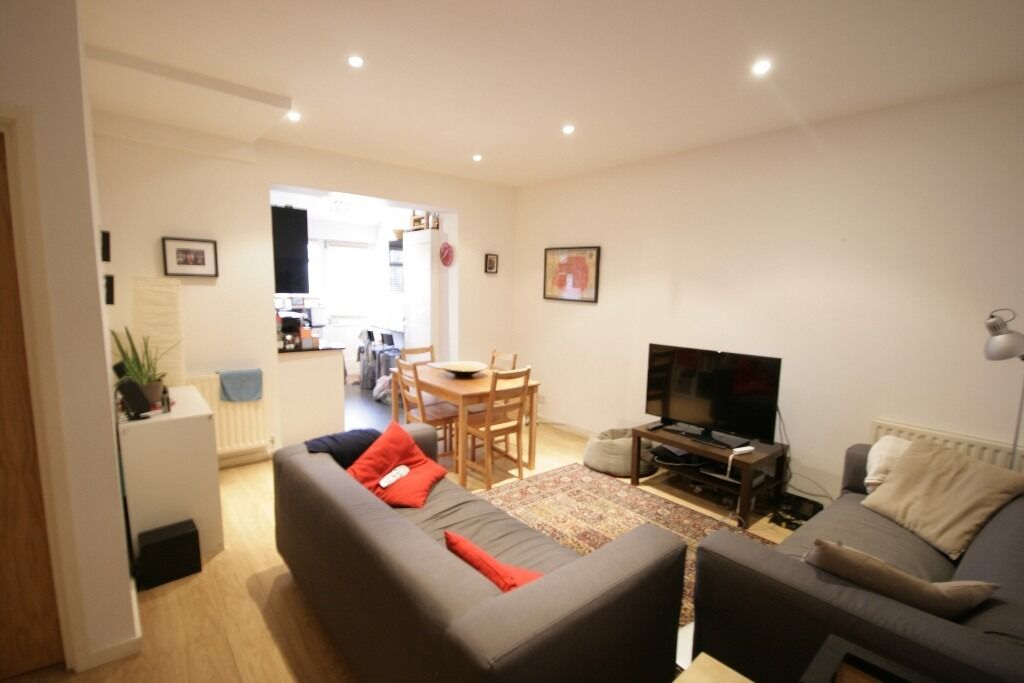 Modern 2 bed flat in the heart of Clapham