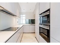 Three double bedroom flat in this 1930's art deco block moments from Baker Street station