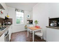 Beautiful 2 Bedroom Cottage House with a Private Garden. Moments from Kentish Town underground stn!