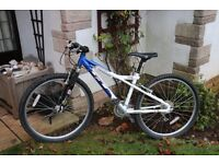 GT TEMPEST FRONT SUSPENSION MOUNTAIN BIKE IN EXCELLENT CONDITION