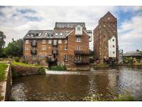 Stunning 2 bedroom riverside flat in Addlestone, Coxes Lock.