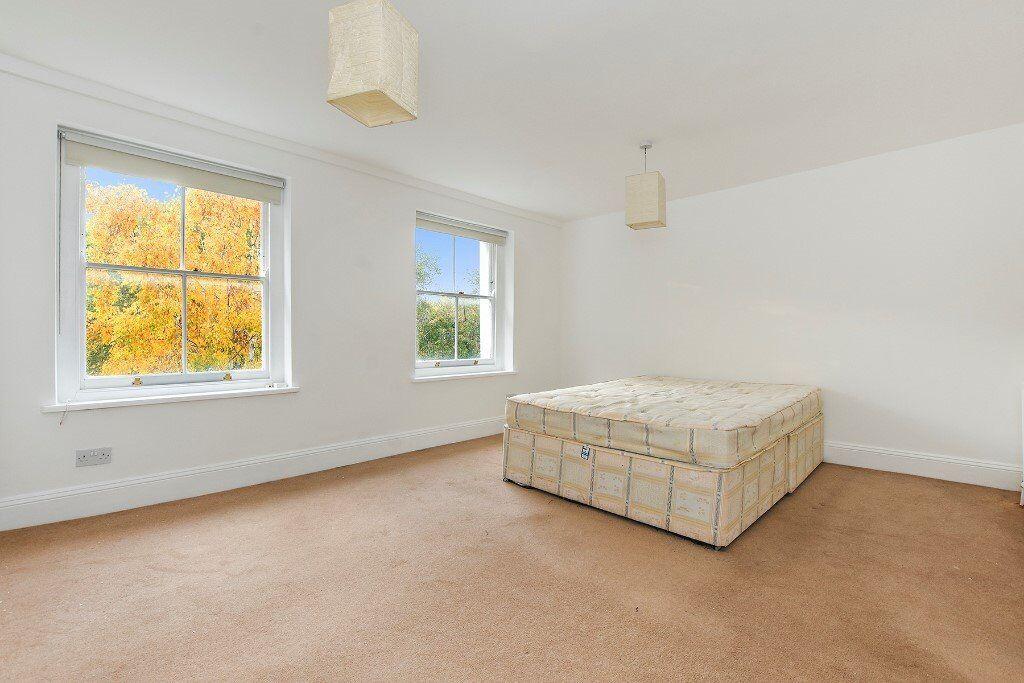 **Top Floor 2 Bedroom Apartment Looking Over London Fields**