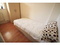 LOVELY SINGLE ROOM TO OFFER CLOSE TO THE TUBE STATION CAMDEN TOWN. 8R