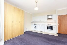 1 bed flat in Streatham. C-TAX, WATER RATES and REGULATED HEATING INCLUDED. Furnished/Part-Furnished