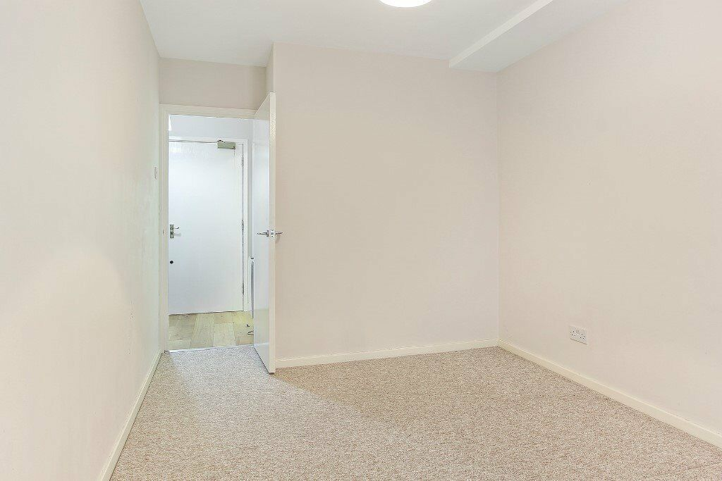 Modern 1 Bedroom Apartment - Recently Renovated - 10 Minute walk to London Bridge