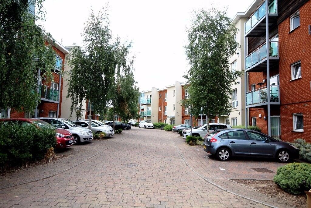 MEDHURST DRIVE, BROMLEY, BR1, FURNISHED TWO BEDROOM BUILT FLAT SITUATED IN A GATED DEVELOPMENT