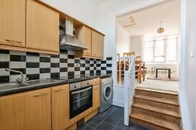 Barry Road - Spacious airy and open plan one bedroom apartment with direct access to garden.