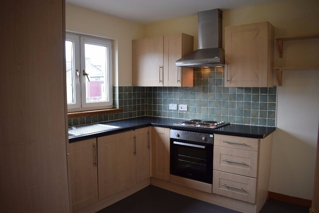 spacious UNFURNISHED two bedroom first floor flat in Dunfermline