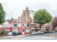 3 bedroom flat in Caledonian Road, Holloway, N7