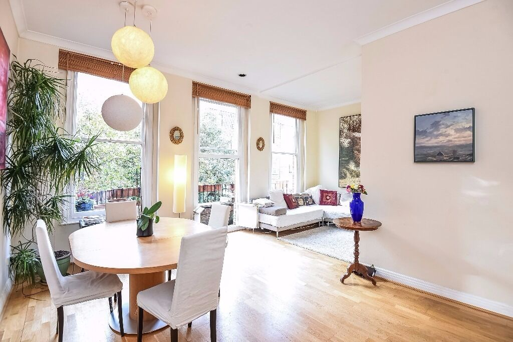 Bright and inviting two bed flat on Courtfield Road, SW7