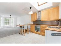 2 bedroom flat in Station Road, Addlestone, KT15 (2 bed) (#1100693)