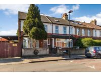 A Stunning 5 Bed end of terrace property with 3 bathrooms (2 En-suites)