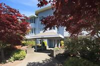 215 - 3931 Shelbourne St Modern and Spacious Condo !