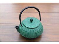 cast iron teapot (new)