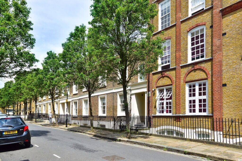 LLOYD ST N1: TWO BEDROOMS, AVAILABLE NOW, ANGEL TUBE IS FIVE MINUTES AWAY, NEWLY REFURBISHED