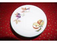 Royal Worcester Evesham Gold set of 8 dining plates
