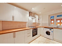 Large recently renovated 3 bed flat with separate lounge, kitchen & private balcony. Near to Borough