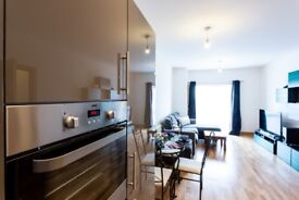 Short stay two bedroom apartment in Southend. Including bills, linen, cleaning, wifi & parking.