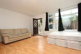 🌳MASTER DOUBLE ROOM FOR COUPLE IN POPLAR WITH PRIVATE GARDEN - 17 Cottage