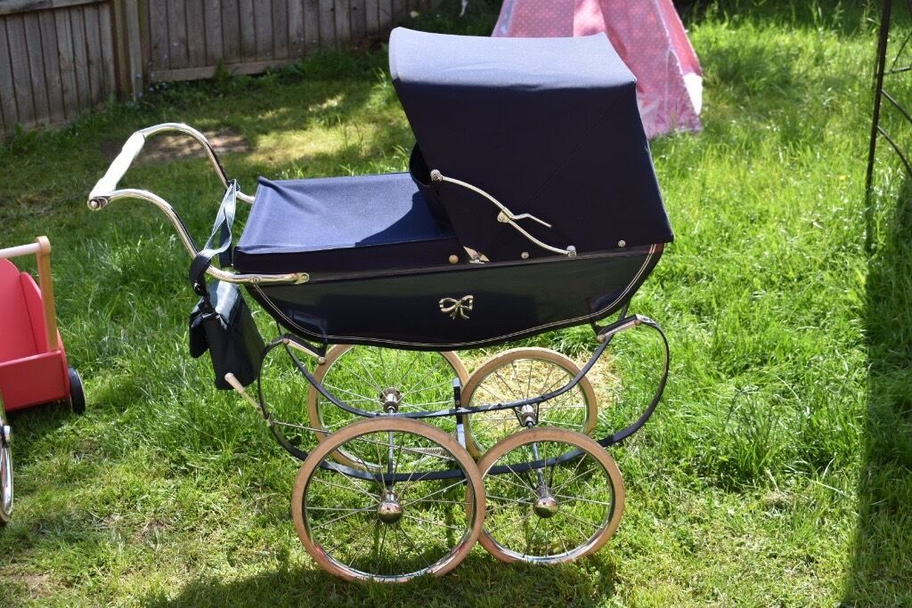 Kids vintage silver cross pramin Loughborough, LeicestershireGumtree - Kids vintage silver cross pram in really good condition it dont get used anymore so would rather it bring joy to another happy little girl for anymore information please call or text on 07885537826
