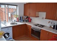 **Eglantine Ave - BT9** Spacious modern 2 bed apartment/flat to rent; furnished; off street parking.