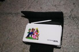 NINTENDO DS LITE WHITE WITH TEN GAMES VGC