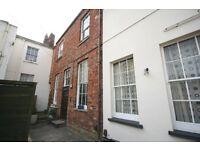 EXCELLENT LOCATION CLOSE TO AMENITIES OF THE TOWN CENTRE