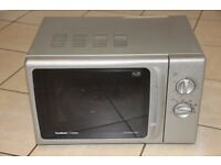 Silver 800W microwave oven in good condition and working perfectly