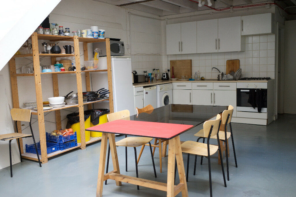 Single room to rent in Seven Sisters.