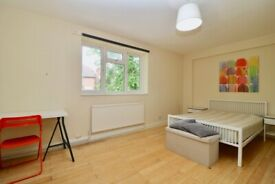 3 Bedroom Flat on St. Anselms Court £1750 PCM Available from the End of July 2021!