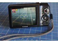 Fujifilm Finepix F480 Compact Camera w. 3 batteries and memory card