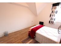 N15 ENSUITE ROOM To Let. Available Now. Close to Tube, Shopping Centre. Available TODAY. REFURBISHED