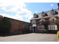 **Large en-suite room to rent ** Hotel Service, Home Experience!