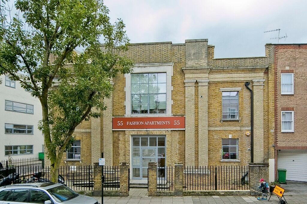 SUPERB FASHION SHOWROOM CONVERSION - TWO DOUBLE BEDROOM APARTMENT - £490PW - REFERENCE FEE HALVED