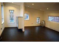 Light-filled, top floor studio in the Hidden Lane, Finnieston!