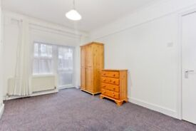 Moving Inn are proud to present this three bedroom flat located on Rutford Road in Streatham.
