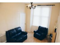 Bright 2 bedroom main door flat in Yoker, Glasgow available NOW