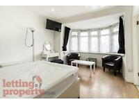1 bedroom flat in Priory Gardens, London